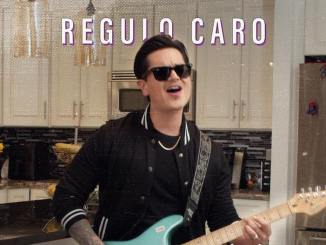 """Régulo Caro estrena el tema """"Whiskey en el buró"""""""