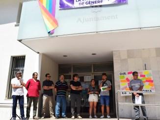 El manifest ha sigut llegit per dos jóvens representants de la Casa de Joventut de Vilamarxant, Adrián Quiles i Paula Correia.