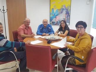 Acuerdo entre el Ayuntamiento de Buñol y los aficionados a la colombicultura y a la colombófila.