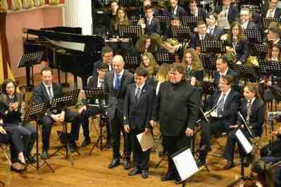Momento del recibimiento a los nuevos músicos de la banda sinfónica de «La Artística».