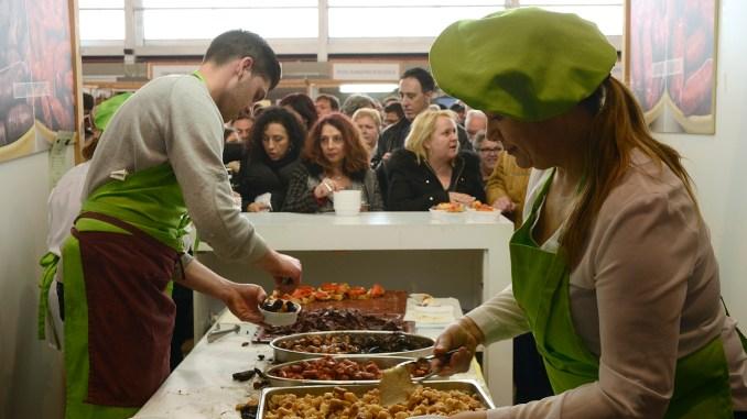 Este año se han consumido y vendido más de 5.000 kilos de embutido y los visitantes han comprado más de 6.000 tiques.