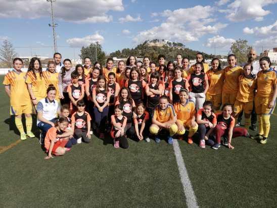 En la iniciativa han participado cerca de cincuenta niñas.