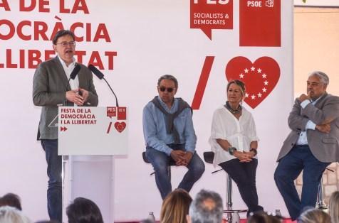 """El president de la Generalitat y secretario general del PSPV-PSOE señala que """"la propuesta del Partido Socialista para frenar a la extrema derecha es más democracia y más Europa social""""."""