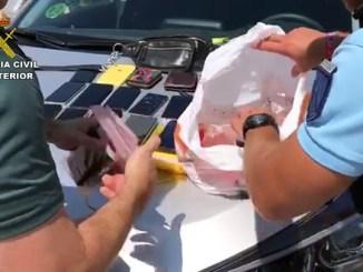 La Guardia Civil ha conseguido recuperar 11 móviles y diferente documentación sustraída durante la celebración de la Tomatina.