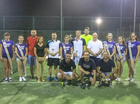 Las finales de las competiciones deportivas continúan jugándose en las fiestas de Turís y en esta ocasión ha sido el turno del pádel.