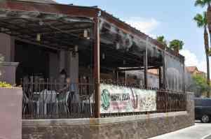 outdoor seating at Pita Jungle
