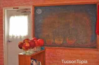 colorful-classroom-at-Tucson-Waldorf-School