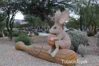 animal sculptures at Golf Links and Pantano Parkway