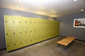 locker room the bloc