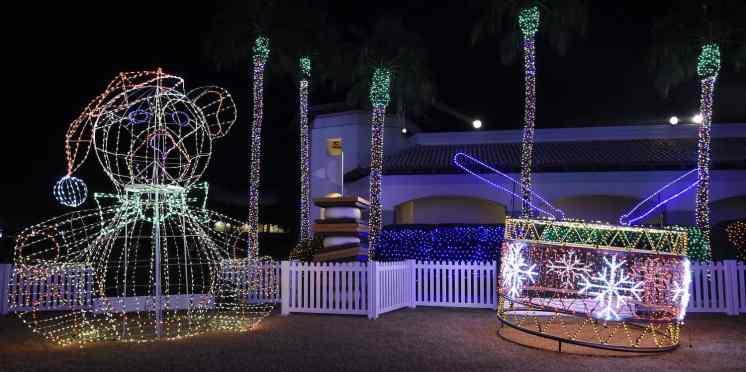 lights Christmas at the Princess
