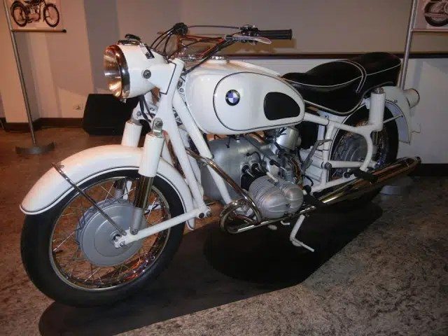 Museu conta a história das motos BMW e reúne raridades
