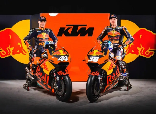 Pol Espargaró e Bradley Smith na apresentação da KTM RC16 - Fotos: MotoGP