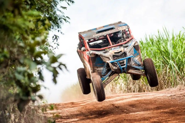 Bruno Varela a bordo do Can-Am Maverick X3 - Foto: Gustavo Epifânio/ DFotos - BRP Brasil