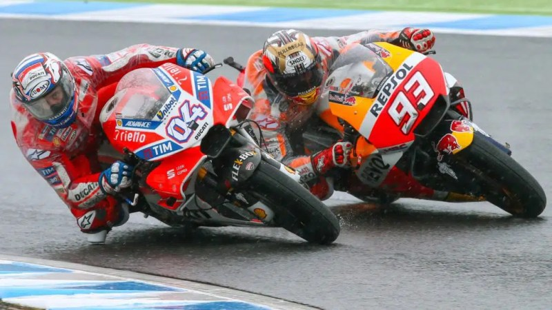Andrea Dovizioso disputa a chegada com Márquez no GP do Japão