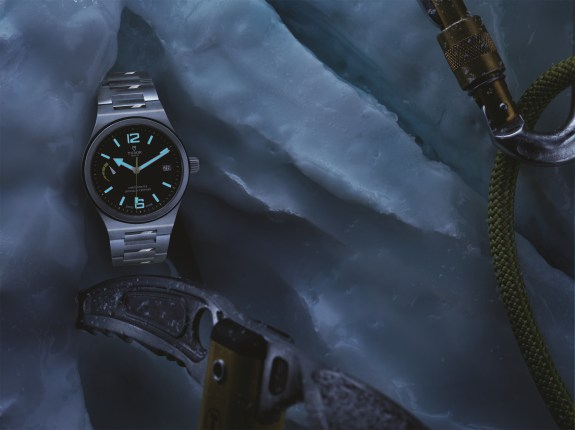91210N-TUDOR-NORTH-FLAG-LUME
