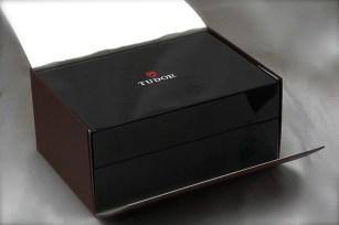 tudor-black-bay-02