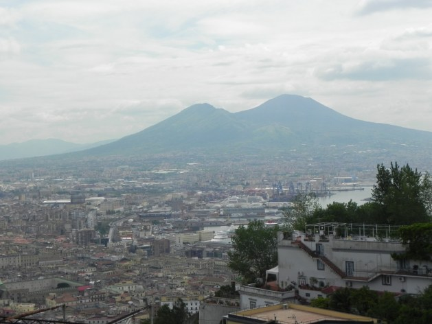 Neapel mit Vesuv im Hintergrund