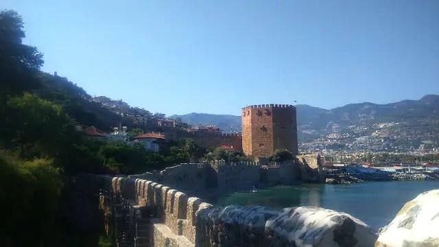 Hafenmauern von Alanya und der Rote Turm