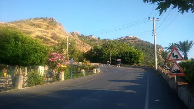 Kurve an der Straße auf den Burgberg von Alanya