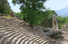 Die Tribünen eines antiken Theaters in der Türkei.