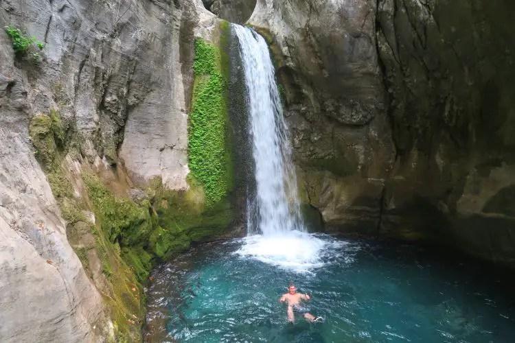 Der große Wasserfall am Ende des Sapadere Canyons in Alanya.