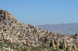 Die Landschaft Kappadokien in der Türkei mit der Festung Uchisar.