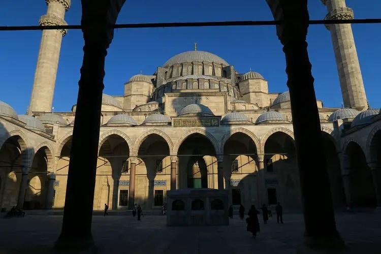 Der Innenhof der Süleymaniye Moschee.