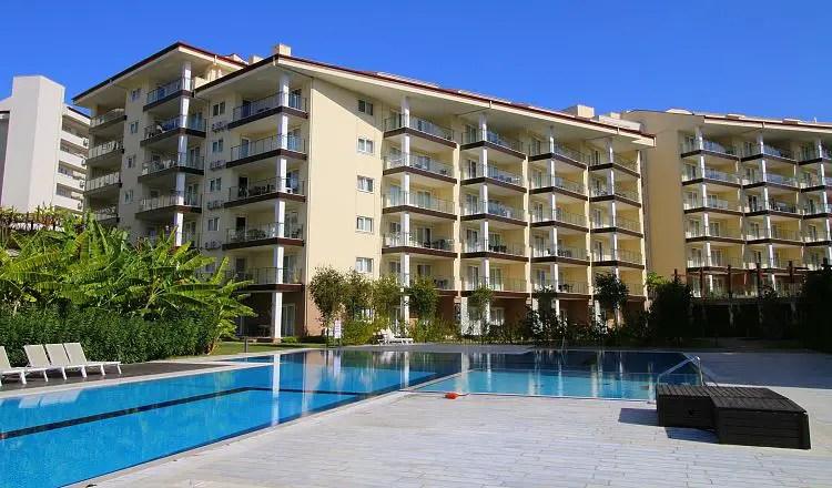 Pool des Ramada Resort Kusadasi and Golf