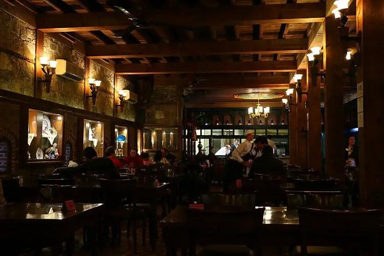 Restaurant und offene Küche