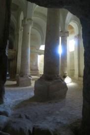 Höhlenkirche mit Säulen
