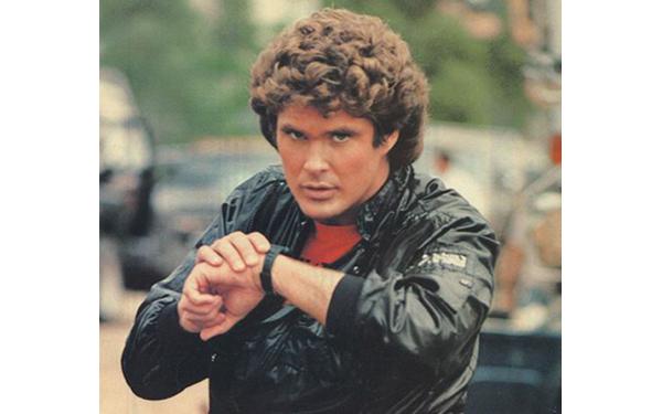 Michael Knight llamando a Kitt a través de un smartwatch (Fuente: https://i2.wp.com/www.tuexperto.com/wp-content/uploads/2014/12/tecnologias_ciencia-ficcion_2014_07.jpg)