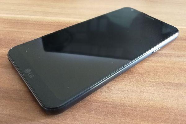 LG Q6 pantalla