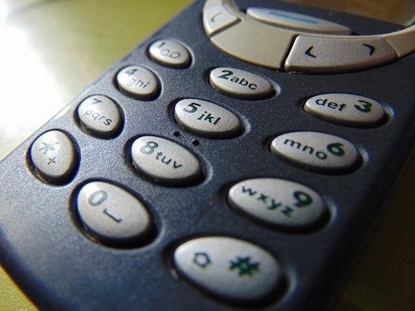 Crean un Nokia 3310 edición Putin Trump por 2000 euros