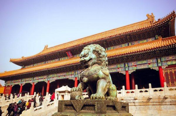 China obliga a sus habitantes a instalar virus espía en los móviles