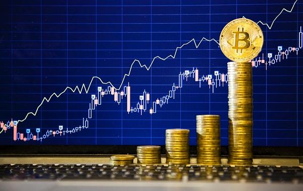 La moneda virtual Bitcoin multiplica por 10 su valor en un año, ¿hay techo?