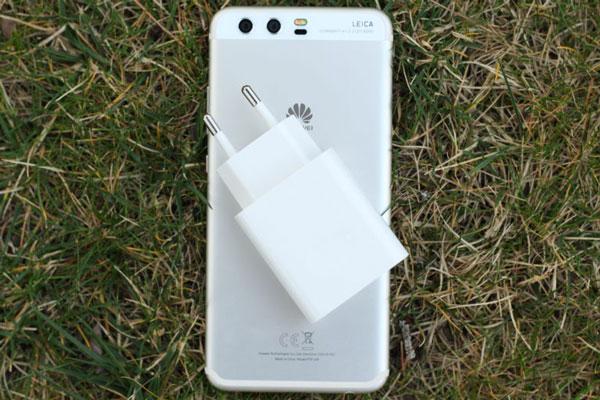 comparativa Samsung℗ Galaxy℗ S7 edge frente a móviles punteros de 2017 batería P10