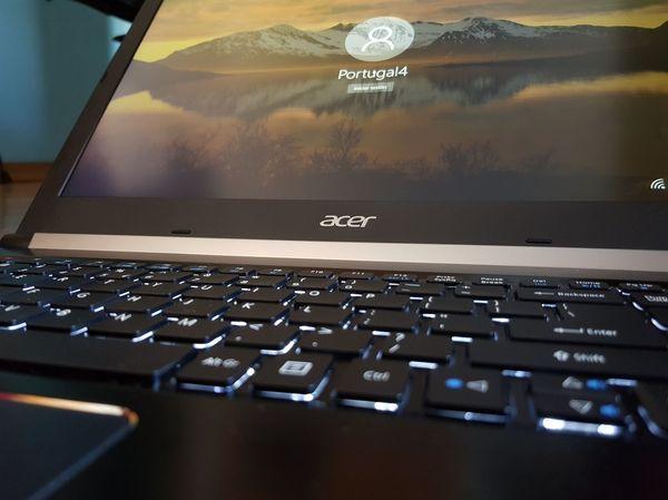 Acer Aspire 7 teclado y pantalla