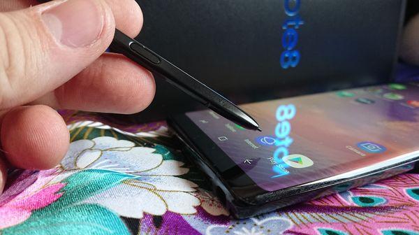 S Pen con pantalla y reflejo