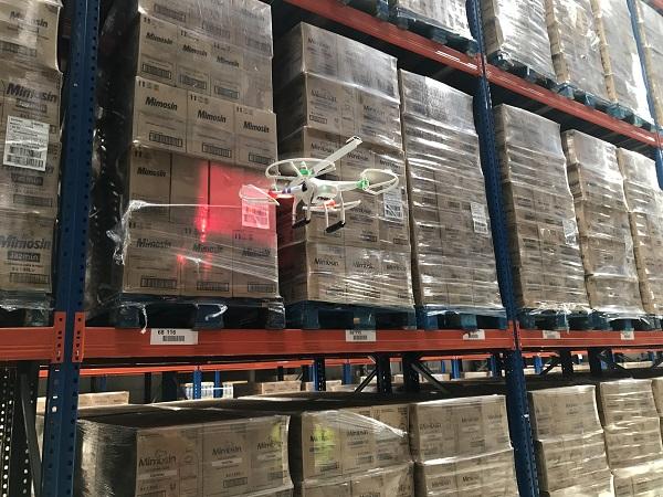Un video muestra cómo DHL utiliza los drones para leer las etiquetas en sus almacenes