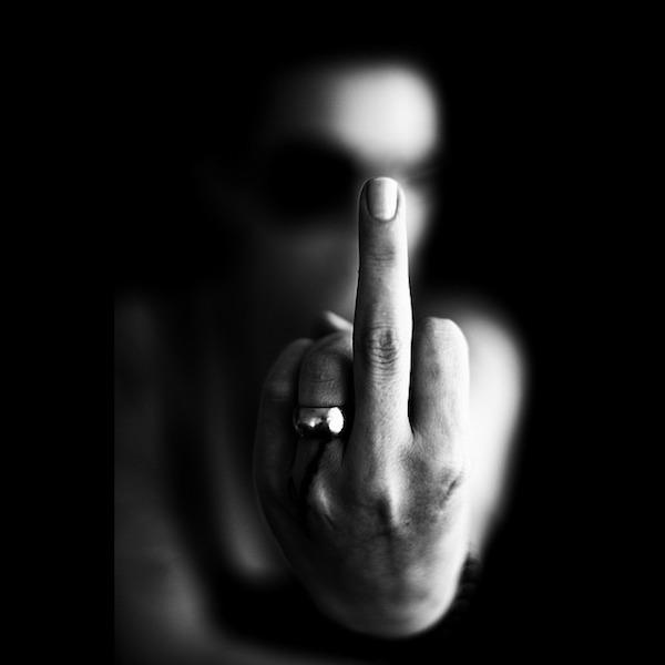 dedo corazon insulto emoji india