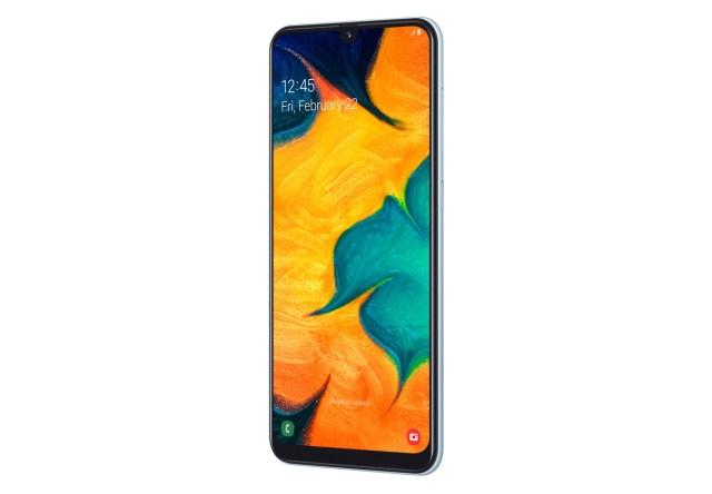 Samsung Galaxy℗ A30, movil accesible con pantalla panorámica y gran batería