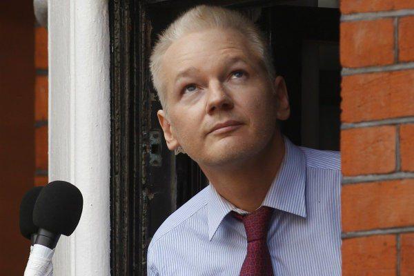 Carta de apoio a Assange, por Michael Moore e Oliver Stone