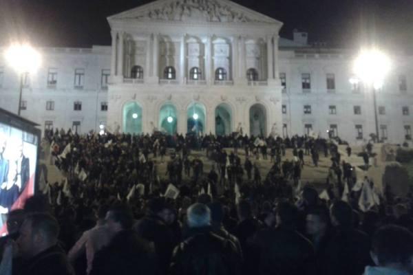 Invasão ao parlamento só não aconteceu porque os polícias que se manifestavam não quiseram