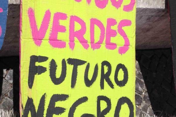 Apoio aos Precários Inflexíveis: contra a censura, marchar com printscreens