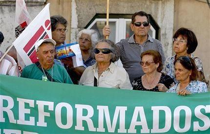 """Corte em forma de """"imposto"""" nas pensões mais altas é ilegal, diz estudo"""