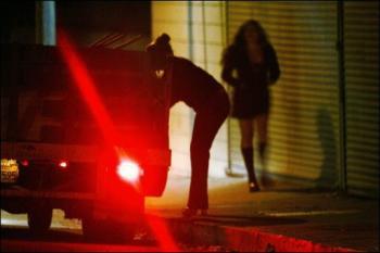 investigacao  Crise: casadas e casados prostituem se para pagar dívidas