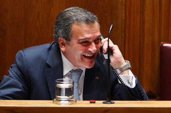 Miguel Relvas continua com segurança pessoal da PSP após sair do Governo