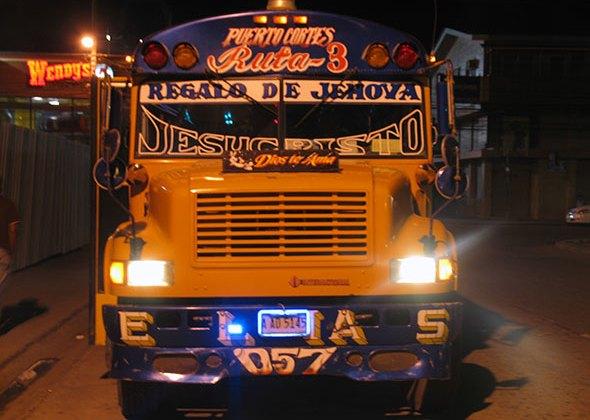 Viajar en Autobús en América. Tu Gran Viaje. Foto Puerto Cortes, Honduras. (c) Jesus Garcia Marín