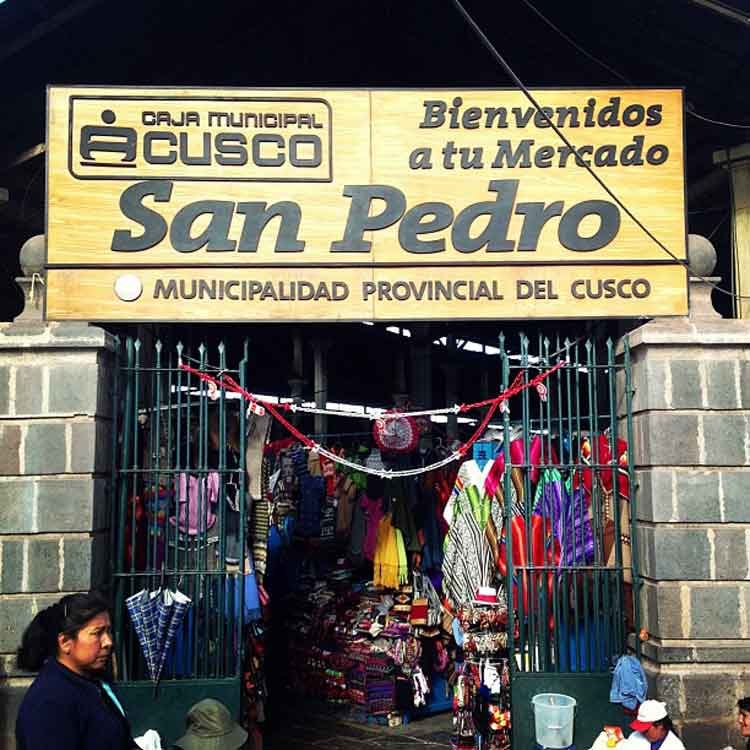 Entrada del Mercado de San Pedro de Cusco. Foto Mango Verde con Sal