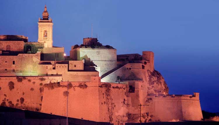 Vista de la Ciudadela de Gozo al atardecer